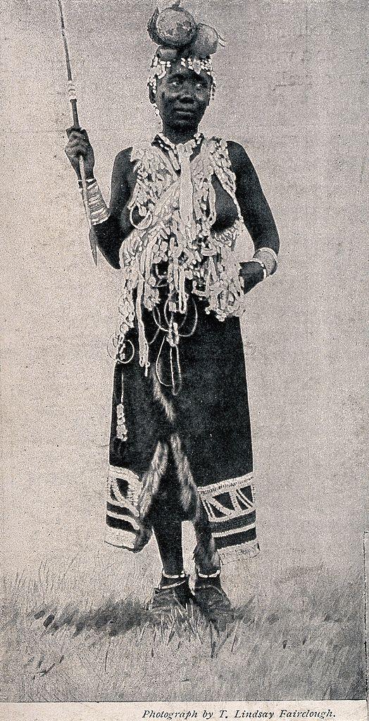 A_Zulu_medicine_woman_or_shaman_practising_in_Basutoland,_So_Wellcome_V0015952