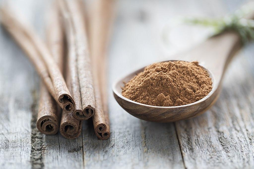 cinnamon bark and powder spice